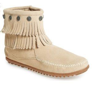 Minnetonka double fringe suede mocassin boots 6.5